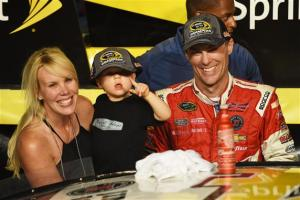 Harvick earns first NASCAR Sprint Cup championship