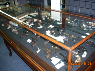 """Display of murder weapons from the personal collection of noted local defense attorney William Foster """"Foss"""" Hopkins."""