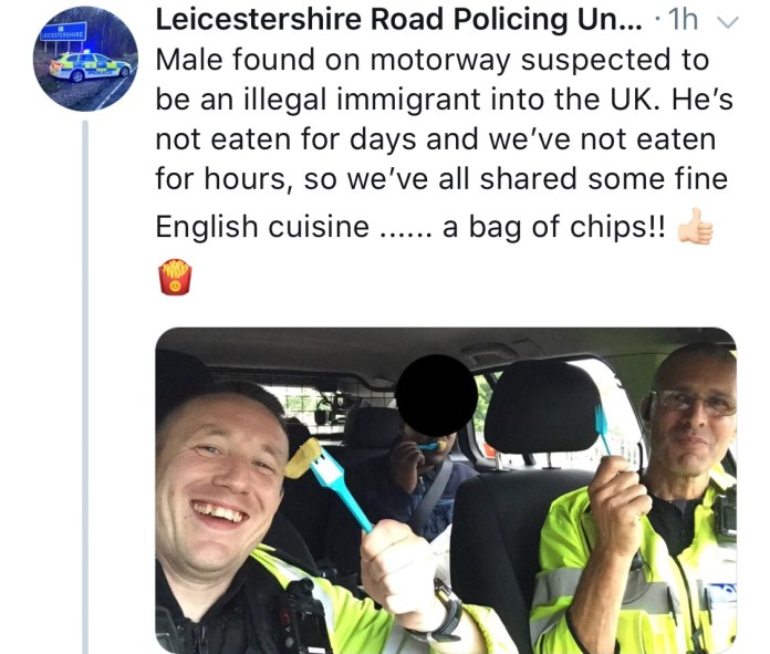 Heartwarming cops share chips with man who hasn't eaten for days 1