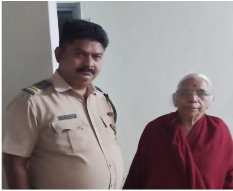 During the lockdown, the police for help old woman
