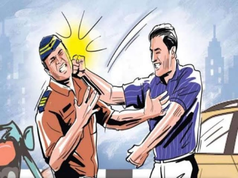 beating-police-during-unmasked-action-pune