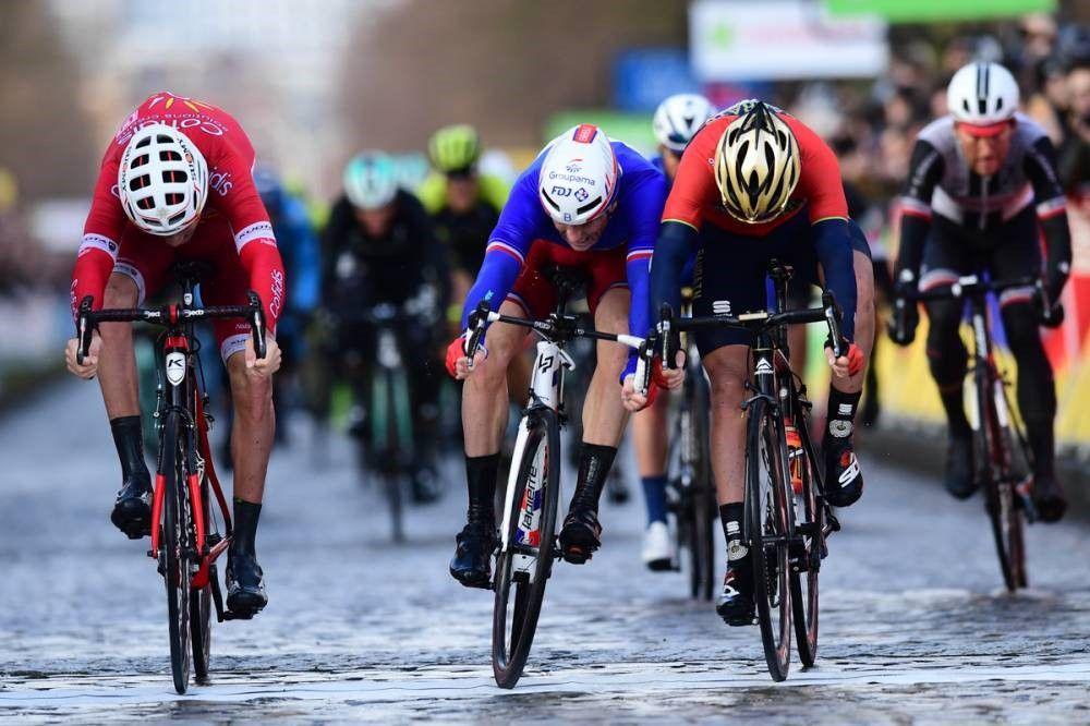 Aparatosa caída de Esteban Chaves en último kilómetro — París-Niza