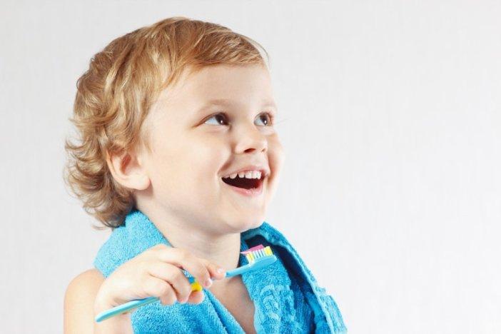 Kako djecu naučiti samostalnom pranju zubi?
