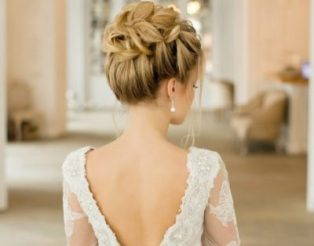 Локоны собранные на затылке как вариант свадебной прически