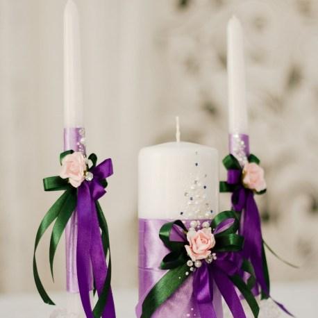 Семейный очаг свечи в фиолетовом цвете