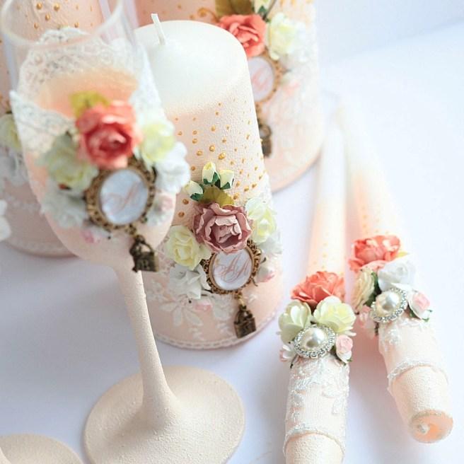Семейный очаг свеча в персиковом цвете