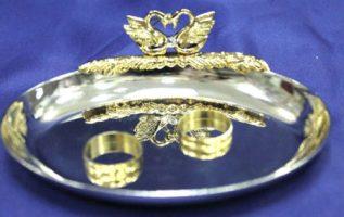 Подушечка для свадебных колец золотая
