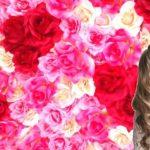 Фотозона стена из цветов розовая