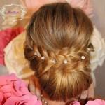 Низкий пучок для волос средней длины на свадьбу Москва