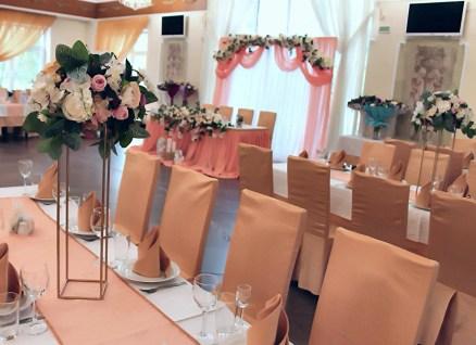 Оформление свадебного зала в персиковом цвете.