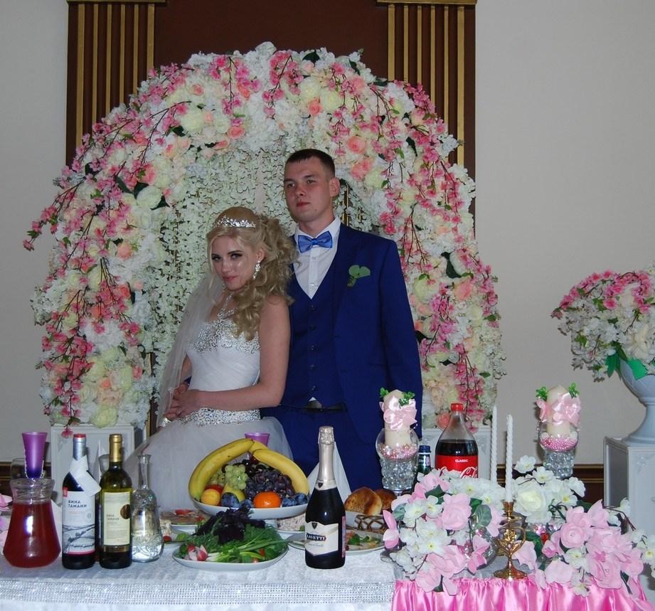 Свадебная арка в бело-розовом цвете