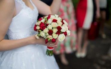 Свадебный букет красно-белого цвета