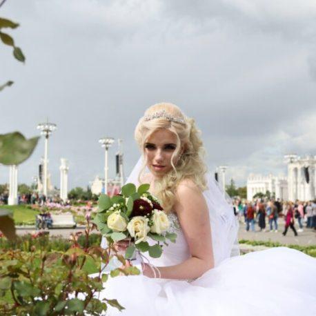 Прическа и макияж на свадьбу недорого