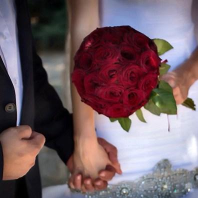 Букет невесты в красном цвете