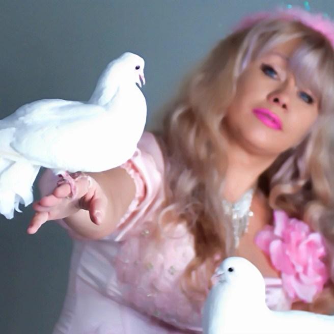 Шоу с голубями на свадьбу