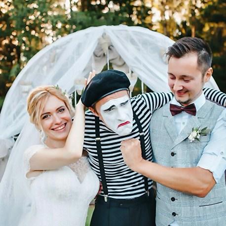 Мим для встречи гостей на свадьбе