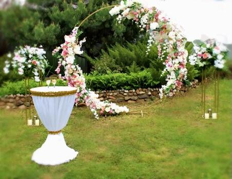 Оформление выездной регистрации свадебной круглой аркой