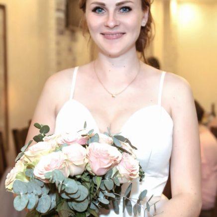 Украшение стола на свадьбу в цвете пудрово-сером