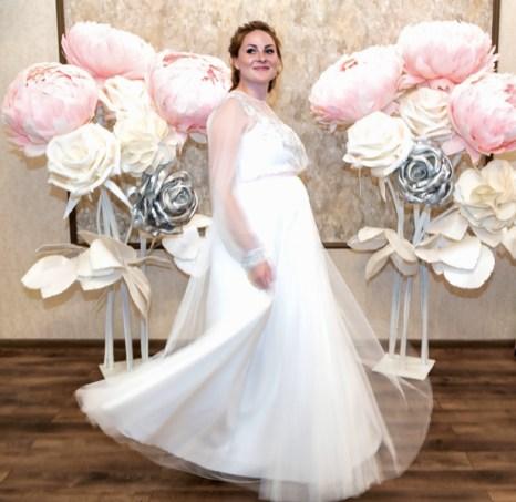 Украшение зала на свадьбу большими цветами розовыми