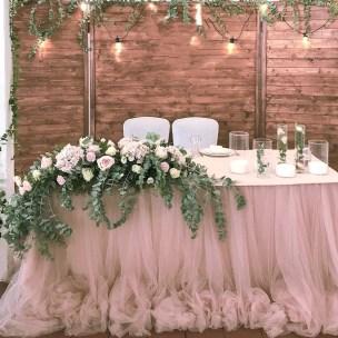 Деревянная ширма коричневого цвета на свадьбу рустик