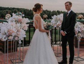 Стойки цветочные на свадьбу бело-розовые