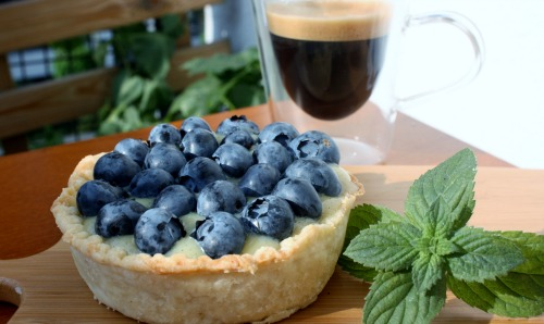 blueberry white chocolate tart 500x