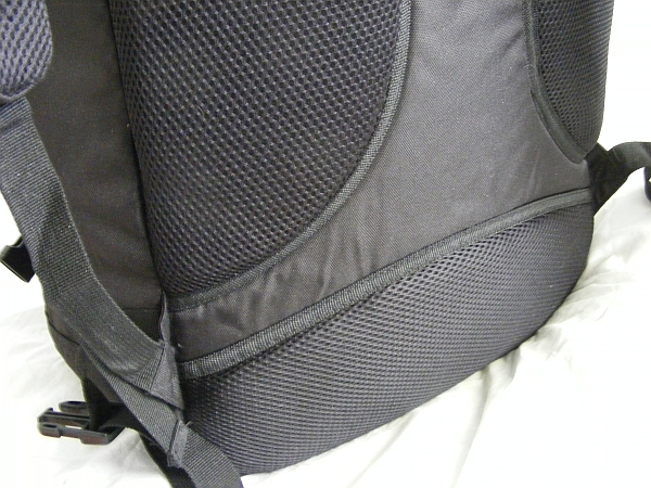 image of the airflow design on the back of cabin max backpack