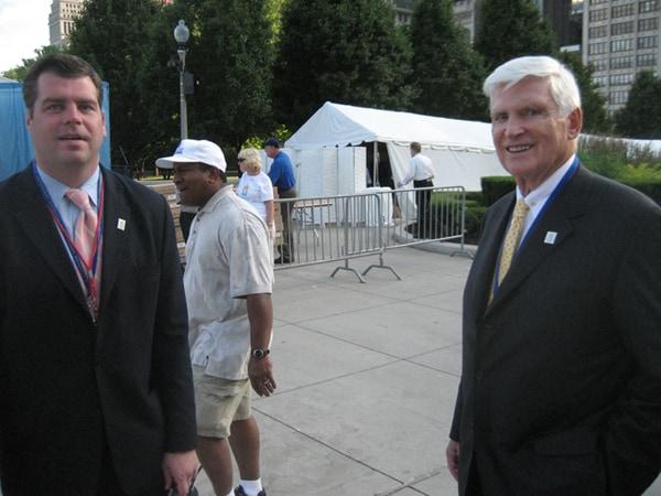 Patrick Ryan (z prawej), przewodniczący Komitetu Organizacyjnego Igrzysk Olimpijskich w Chicago