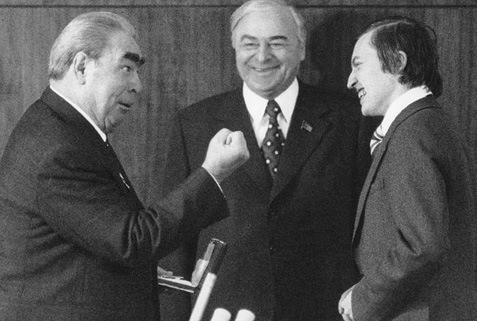 Леонид Брежнев — Анатолию Карпову: «Взял корону — держи!» (27.12.1978)
