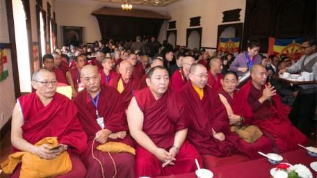 Algunos de los delegados, entre los que sobresalen Geshe Jangchup Gyaltsen, Geshe Lobsang Namgyal, el venerable Gameng Kuten, Lithang Gen Gyatso, Geshe Sopa y Gen Choedrak.