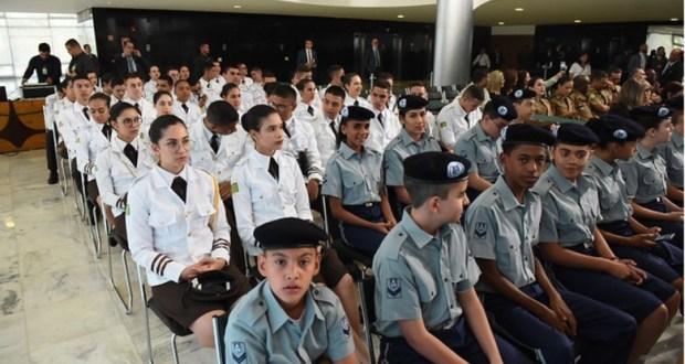 650 cidades aderem ao programa de escolas cívico-militares
