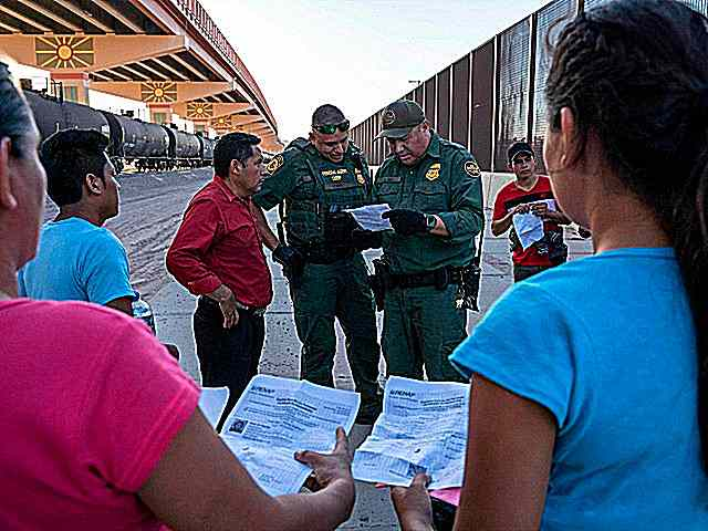 us-customs-border-patrol-check-papers-immigration-border-crossing-2019-getty.jpg