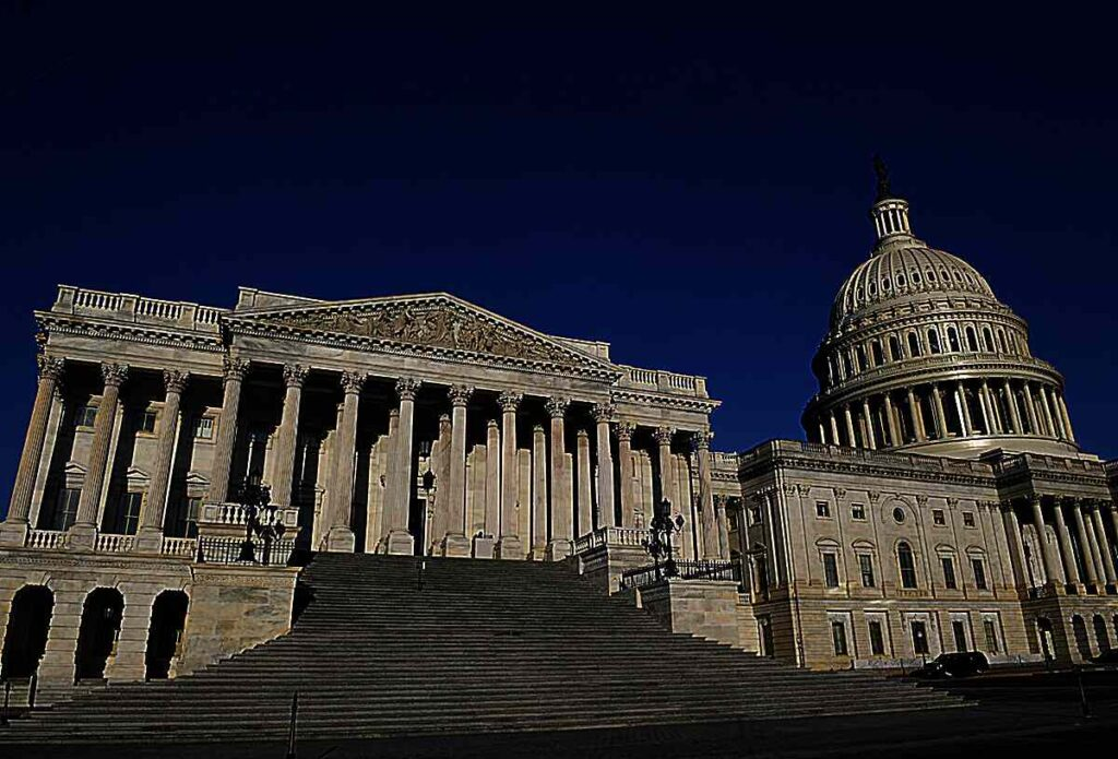 republican-and-democrat-campaign-committees-bring-in-millions-heading-into-2022-house-elections