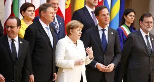 De la stânga la dreapta: Președintele Franței, Francois Hollande, președintele României, Klaus Iohannis, Cancelarul german Angela Merkel, Prim-ministrul Olandei, Mark Rutte și Prim-ministrul Spaniei, Mariano Rajoy pozează cu ocazia celei de-a 60-a aniversări a semnării Tratatului de la Roma. Foto:  REUTERS/Tony Gentile