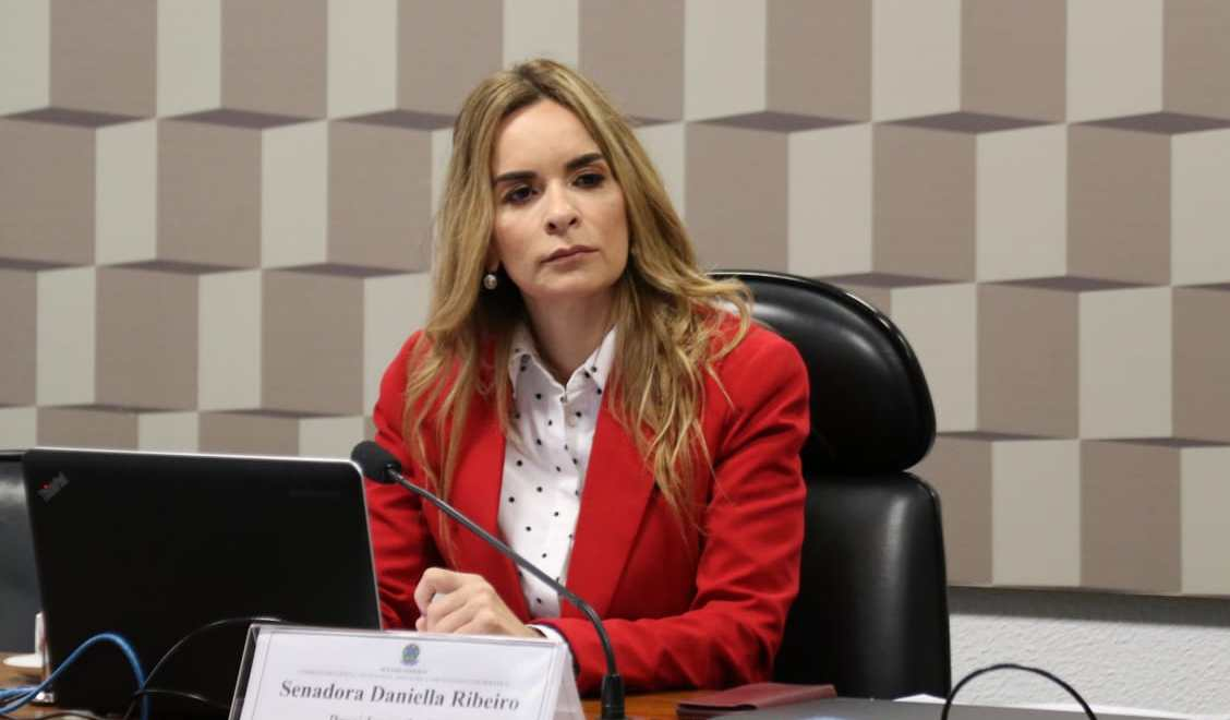 Senado analisa projeto que permite a pais divorciados atualizar nome nas certidões dos filhos