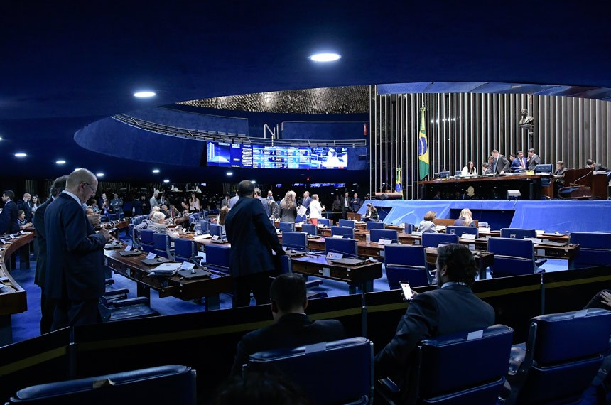 Elegibilidade para políticos com contas irregulares é aprovada no senado. Medida pode valer nas eleições 2022