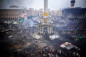 Protestors inspect damage caused by recent anti-government protests on Independence Square following recent clashes in Kiev, Ukraine, on Thursday, Feb. 20, 2014. Violence is escalating in the country of 45 million as the Russian-backed leader's security service conducts a nationwide anti-terrorism operation to end the three-month uprising. Photographer: Vincent Mundy/Bloomberg