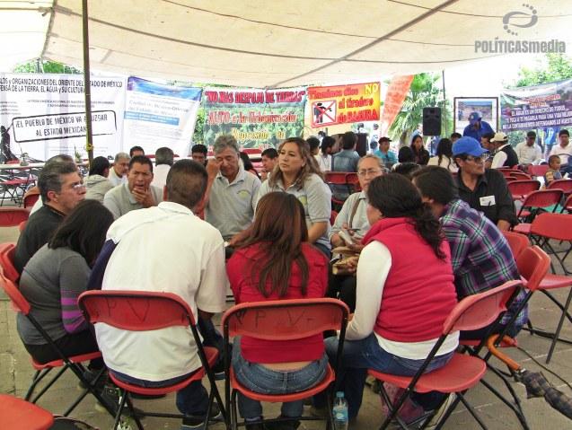 Mesa de trabajo durante el 2do. Foro Académico Comunitario: CIUDAD DE MÉXICO - ORIENTE DEL ESTADO DE MÉXICO de la Red Anáhuac por los Bienes Comunes en Tepotzotlán, Estado de México.