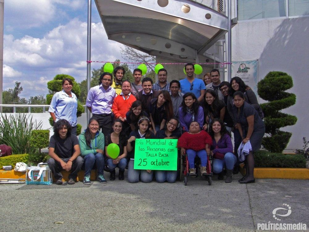 Comunidad universitaria: alumnos, académicos y trabajadores, que tomaron el Taller de Gente Pequeña en las Terceras Jornadas de Discapacidad e Inclusión 2014. Fotografía: Paty Olivares.