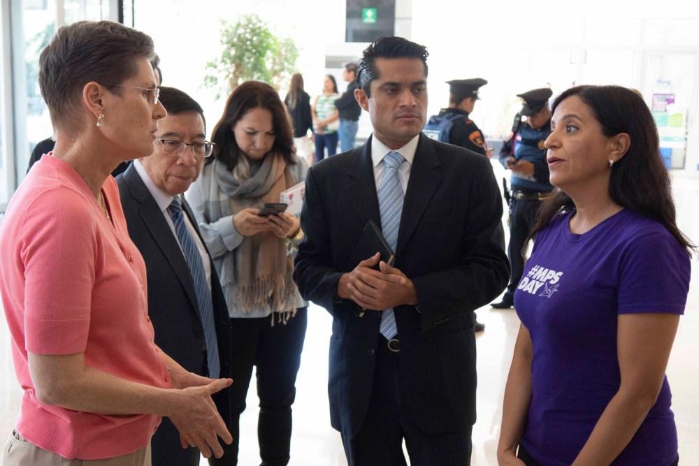 Alejandra Zamora en las oficinas de la Comisión Nacional de Protección Social en Salud – Seguro Popular. Foto: Paty Olivares.