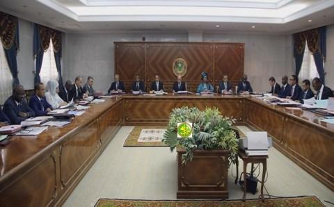 مجلس الوزراء ;الرئيس يلزم الحكومة بإجراء قبل تنفيذ أي مشروع (تفاصيل )
