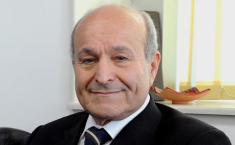 الجزائر.. الإفراج عن أغنى رجل في البلاد متهم بقضايا فساد