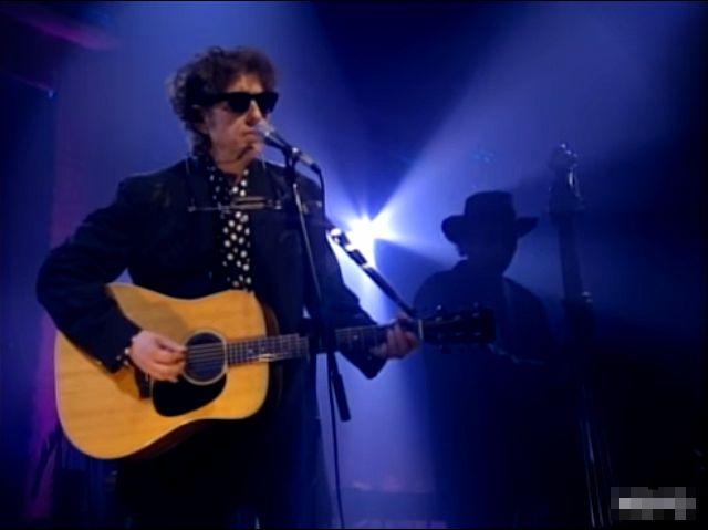 Dilan objavio pesmu od 17 minuta, prvu posle osam godina pauze (VIDEO)