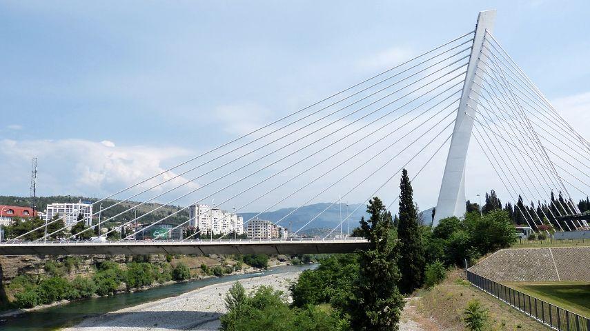 Nove mere u Crnoj Gori: Kafići rade do 23h, policijski čas od ponoći