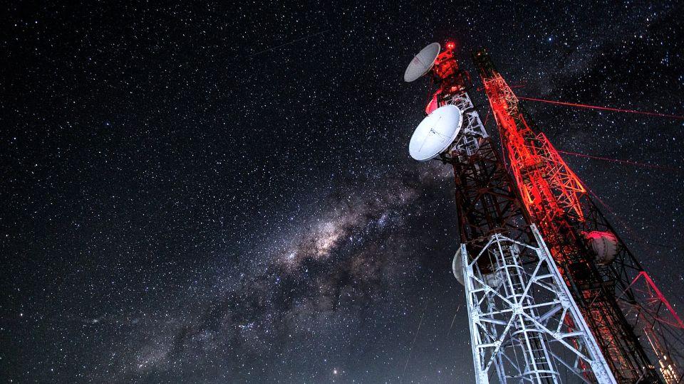 U Britaniji zapaljeni stubovi 5G mreže, zvaničnici kažu - teorije zavere štetne