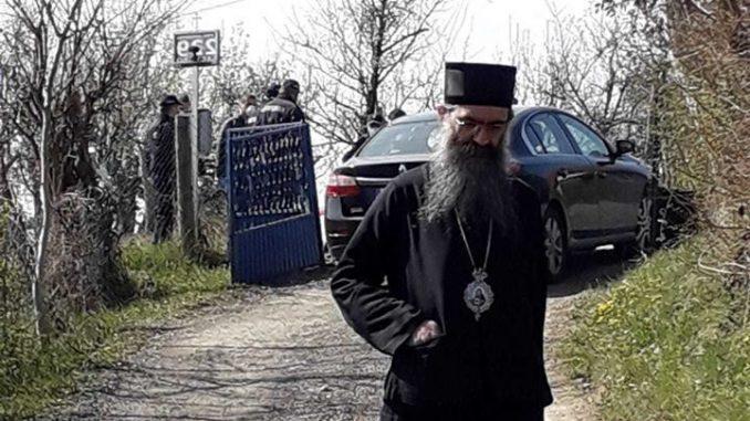 U Barajevu uhapšen vladika Naum zbog liturgije na kojoj je bilo više vernika nego što je dozvoljeno