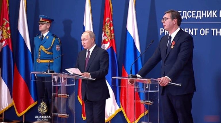 Vučić čestitao Putinu Dan pobede
