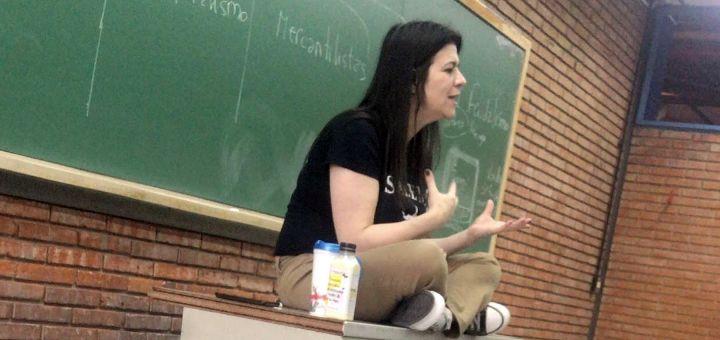 Profesorka koja je bolovala od korone preminula tokom predavanja