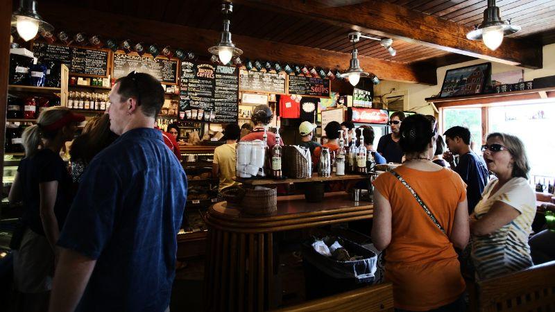 Kafići i restorani od petka će raditi i u zatvorenom prostoru