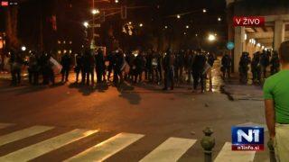 Haos u Ljubljani: Demonstranti protiv kovid mera, bakljama na parlament
